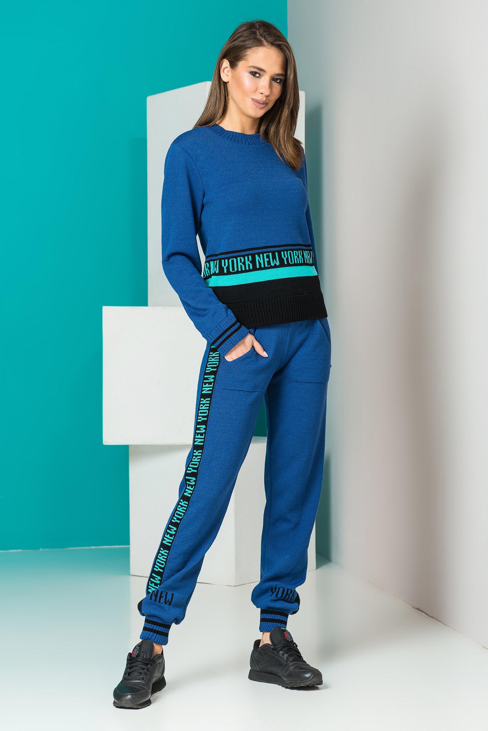 вязаный женский костюм с лампасами New York джинс черный мята